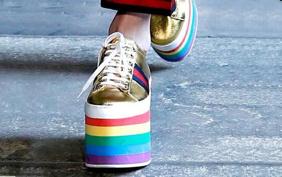 Zapatillas con suela de arcoiris