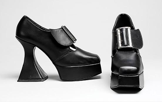 zapatos tacón negro años 90